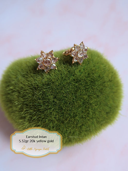 Vintage: Star-shaped gold ear studs with intan 20k gold