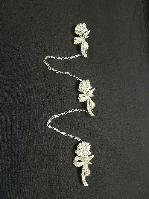 Kerosang Stone Silver Small Roses Ribbon