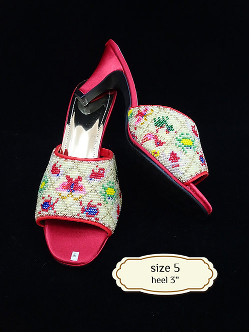 Animal Geometric Cream Beaded Shoe. size 5 or Eur 36