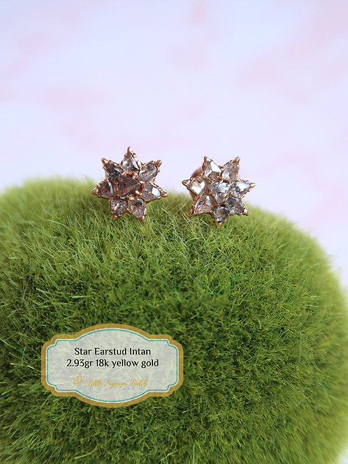 Vintage: Star-shaped gold ear studs with intan 18k gold