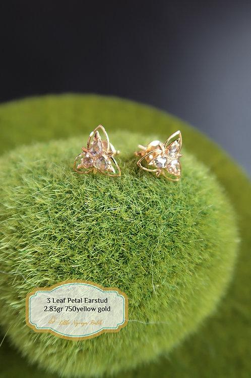 Vintage: 3 Leaf petal ear studs with intan 750 gold