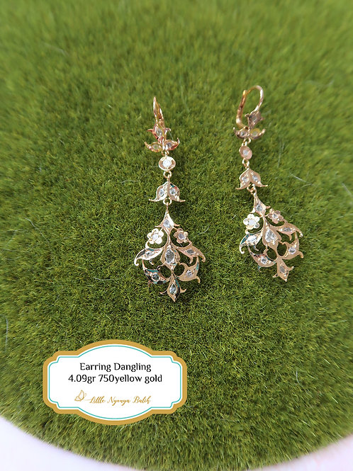 Vintage: Dangling earring with intan 750 gold