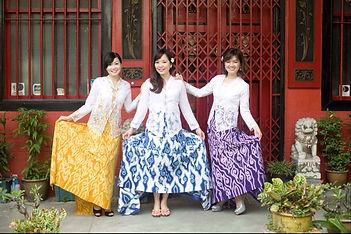 peranakan culture white kebaya hand drawn batik cloud Singapore nyonya nonya