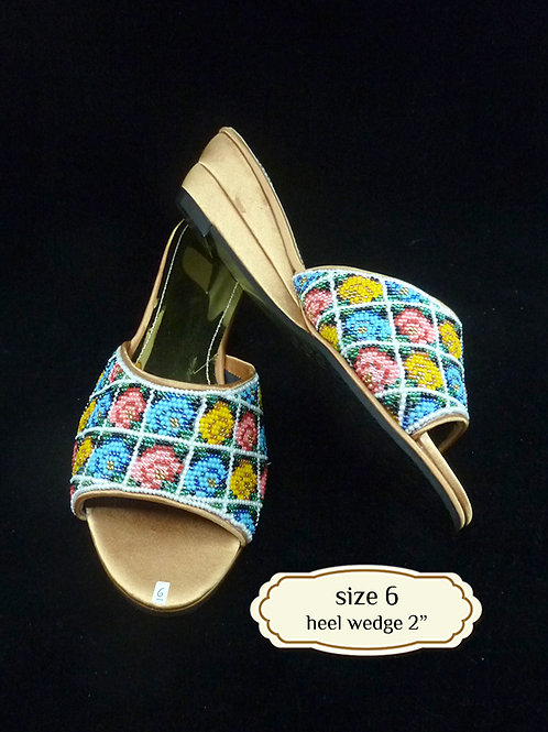 Gold Geometric Flower Beaded Shoe. size 6 or Eur 37
