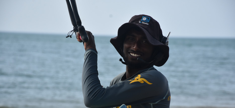 Kite lessons in Sri Lanka with walkie talkie
