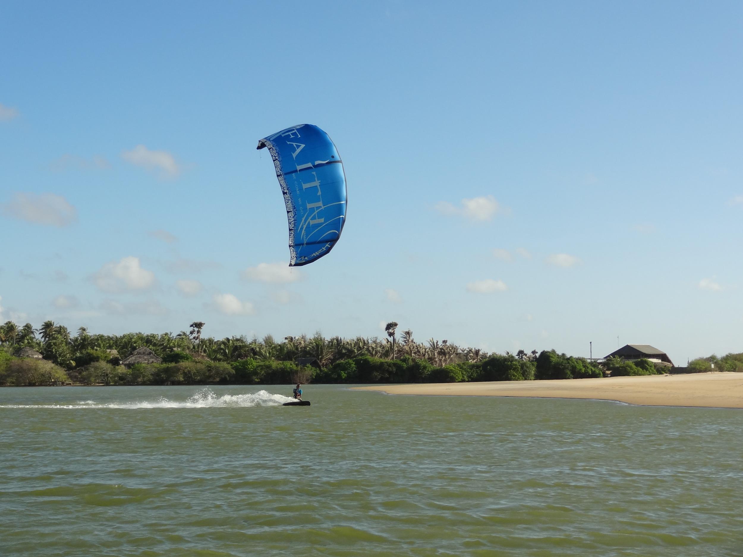 Kitesurfing Sri Lanka Kappalady