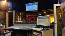 La salle de contrôle au studio Audio department.