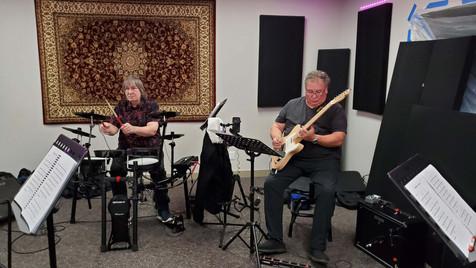 JJ (batterie) and Eric Martin (guitare)
