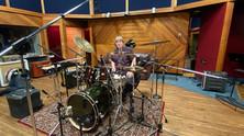 Directeur musical et batteur percussionniste Jeff JJ Lisk L'enregistre avec un superbe kit Ayotte