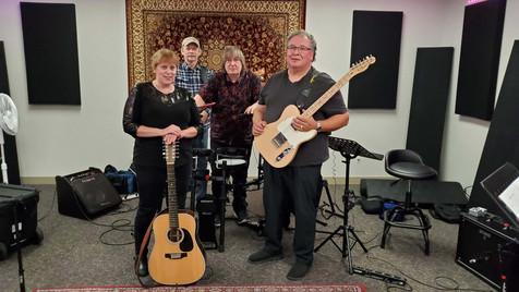 Le groupe , Chantal Marie et l'onde sonore.  Chantal Marie, John Taylor, JJ, Eric Martin
