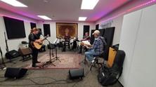 Session de pre-production pour  l'enregistrement de l'album  Chantal Marie et l'onde Sonore. Chantal Marie (Guitare, Vocalise), JJ (Batterie), Eric Martin (Guitare), John Taylor (Basse), SoundLab Studios, Sherwood Park