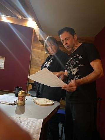 Jeff JJ Lisk et Réal Fagnan étudient une Partition