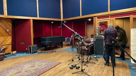 Montage dans la salle principale du studio audio department