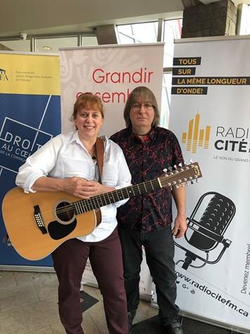 Chantal Marie avec le directeur musical / batteur du groupe L'Onde Sonore Jeff 'JJ' Lisk