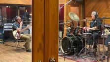 Le bassiste Marc Beaudin et le batteur Jeff JJ Lisk Enregistrent le nouvel album de L'Onde sonore