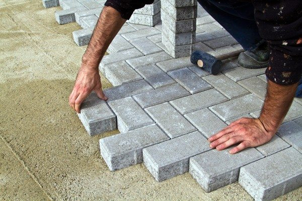 Penting untuk diperhatikan bagaimana cara pemasangan paving block pun jika ada memakai jasa pemasangan paving block