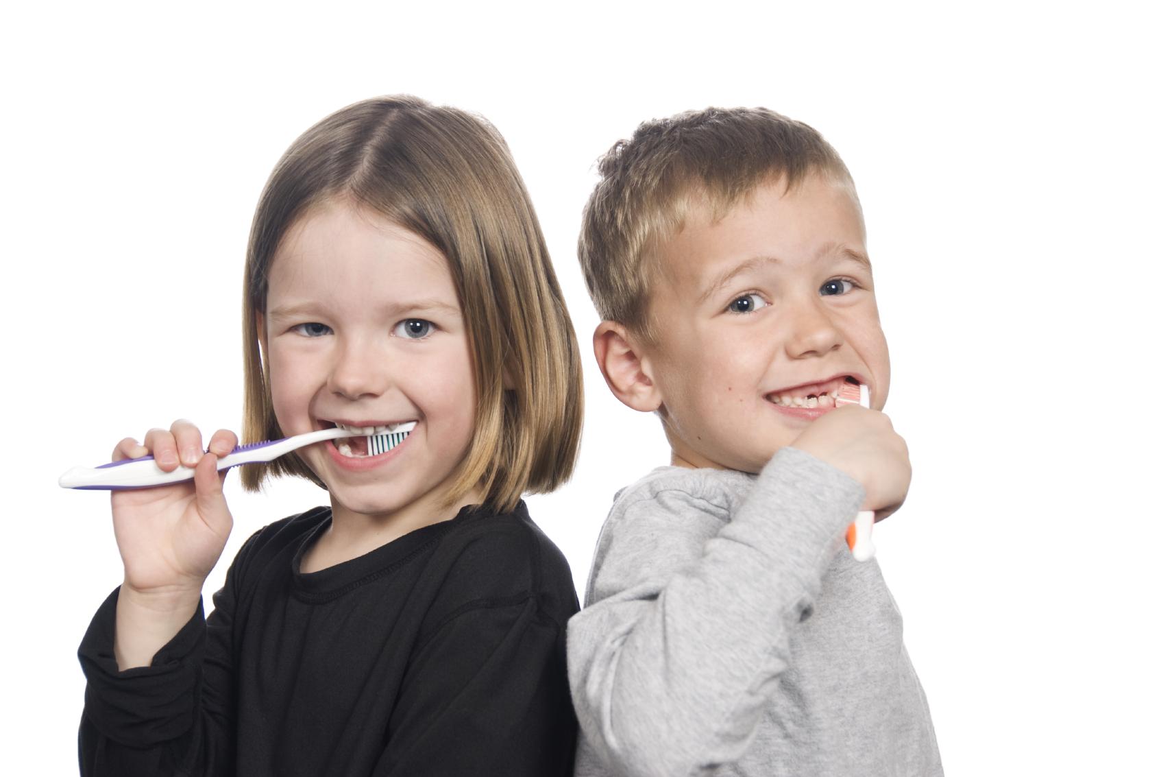 kids-brushing-teeth_000009141562Medium