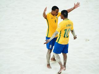 Brasil vence Itália e encara o Taiti na final da Copa do Mundo de futebol de areia