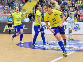 Com hepta de Amandinha, Brasil domina premiação do futsal mundial