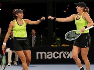 Stefani e Hayley batem chinesas e vão à final do WTA de Adelaide
