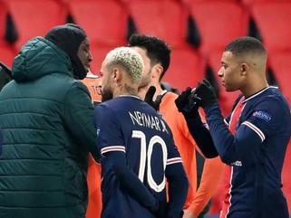 Mundo do esporte aplaude interrupção do jogo PSG e Basaksehir por racismo