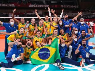Brasil vence Coréia do Sul e pega EUA na final do vôlei feminino
