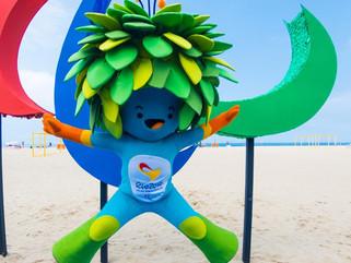 Cores, texturas e aromas: escultura dos Agitos Paralímpicos é inaugurada em Copacabana