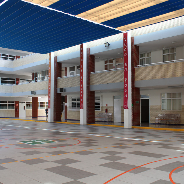 Patio central, Secundaria.
