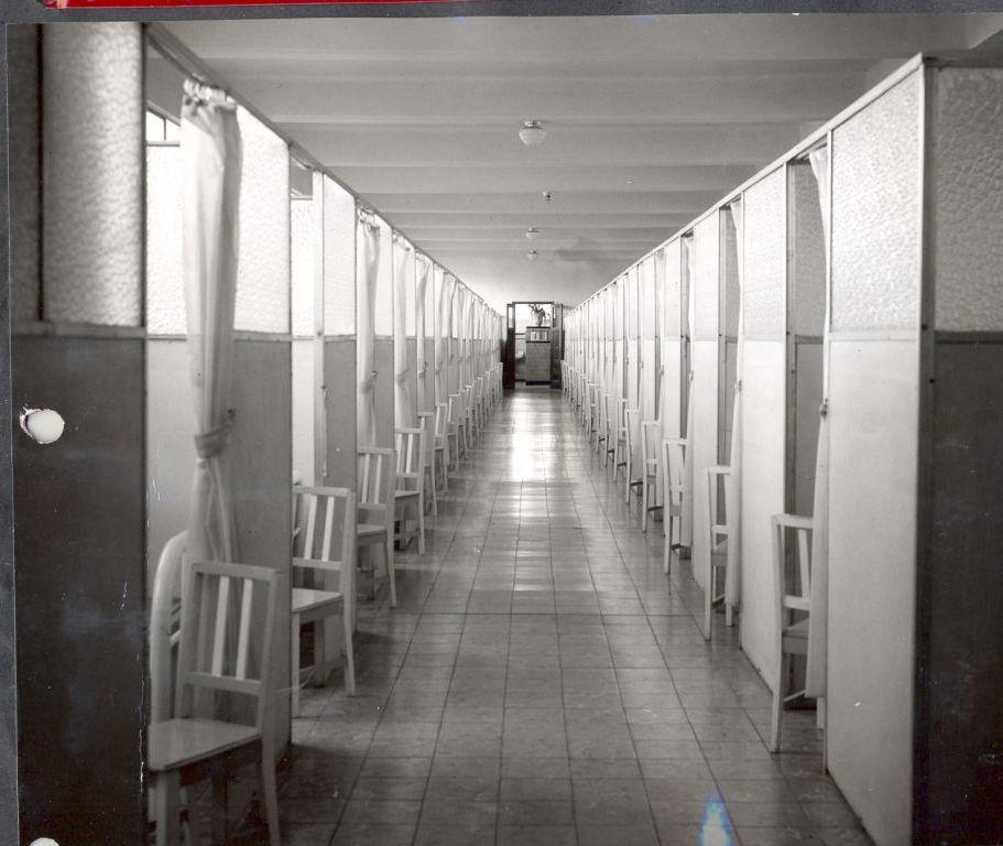 Dormitorios del internado A 1954 La Flor