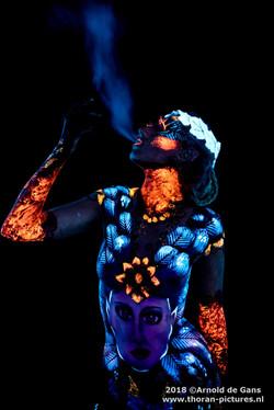 Bodypaint UV fluo bird leaves face fairy