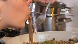 Romige groene pasta met paddenstoelen! (glutenvrij/vegan/optie exorfinevrij)