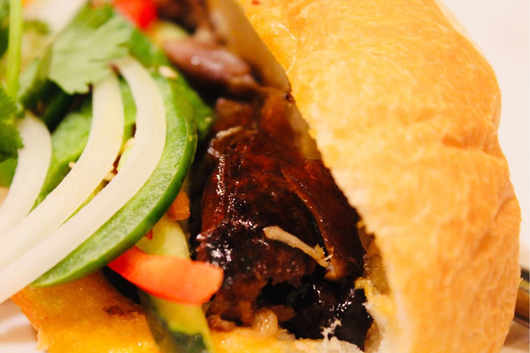 ROASTED DUCK BANH MI