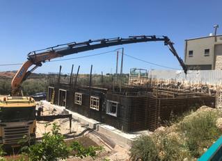 Nun geht es endlich weiter mit dem Bau, das erste Stockwerk Now, at last, it is farther with the bui