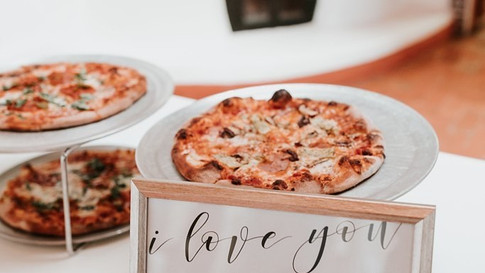 8 Creative Ways to Serve Pizza at Your Wedding