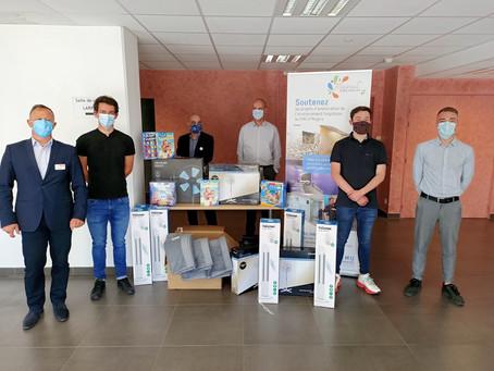 Le SCO Cyclisme Angers livre 1000 euros de matériel au CHU offert par les Géant Casino d'Angers.