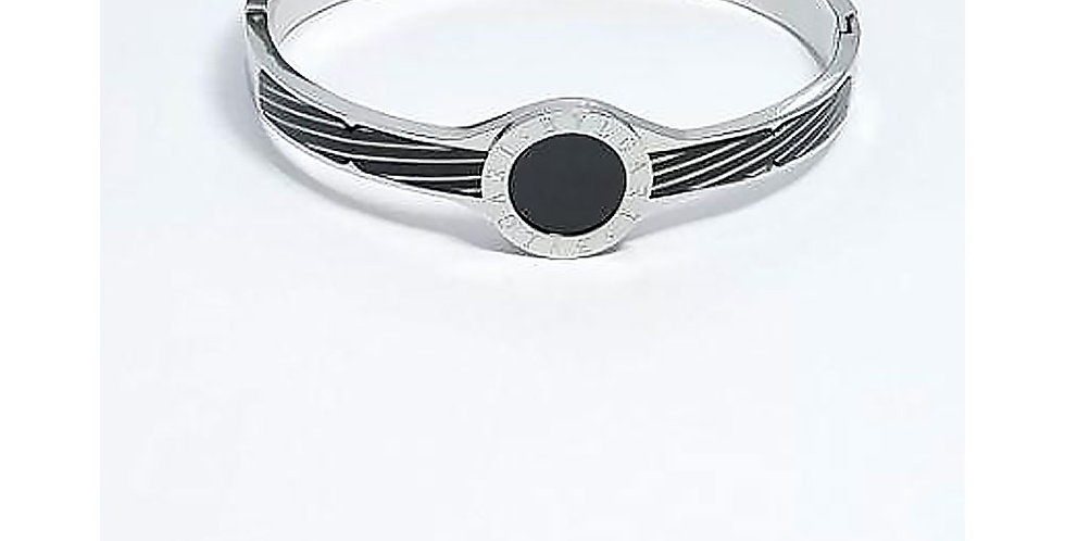 Bulgari Bracelet Silver Wrist Front View Zirconia Diamond Watch