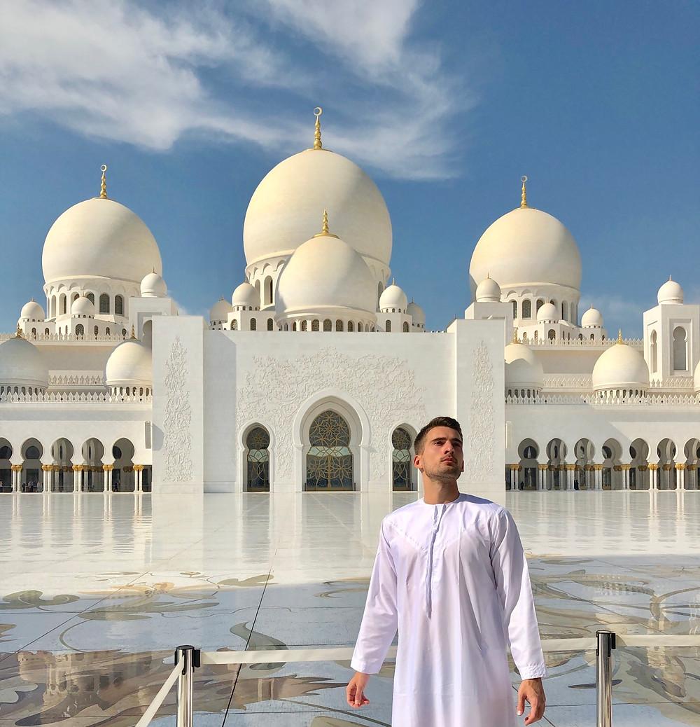 Foto para Instagram en la gran mezquita de Abu Dabi