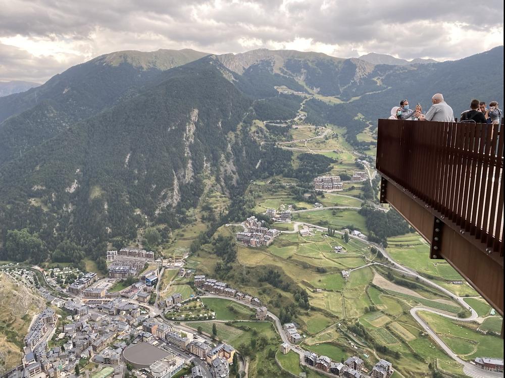 Plataforma en las alturas en mirador Roc del Quer