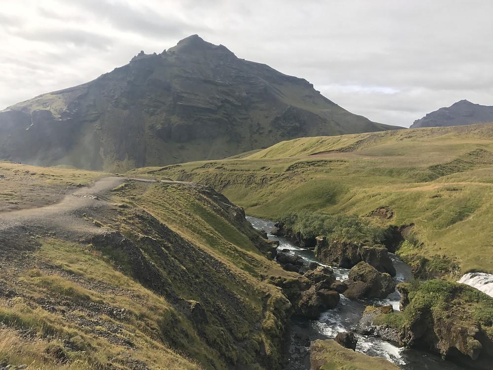 Valle del río Skogar