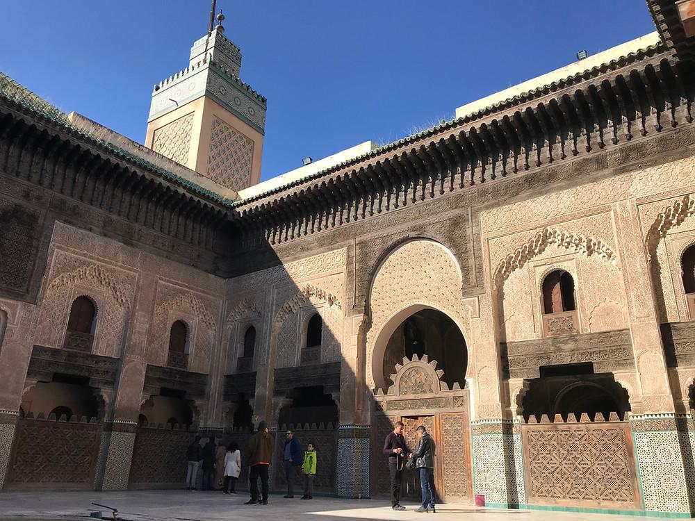 Minarete y patio principal de la madraza Bou Inania