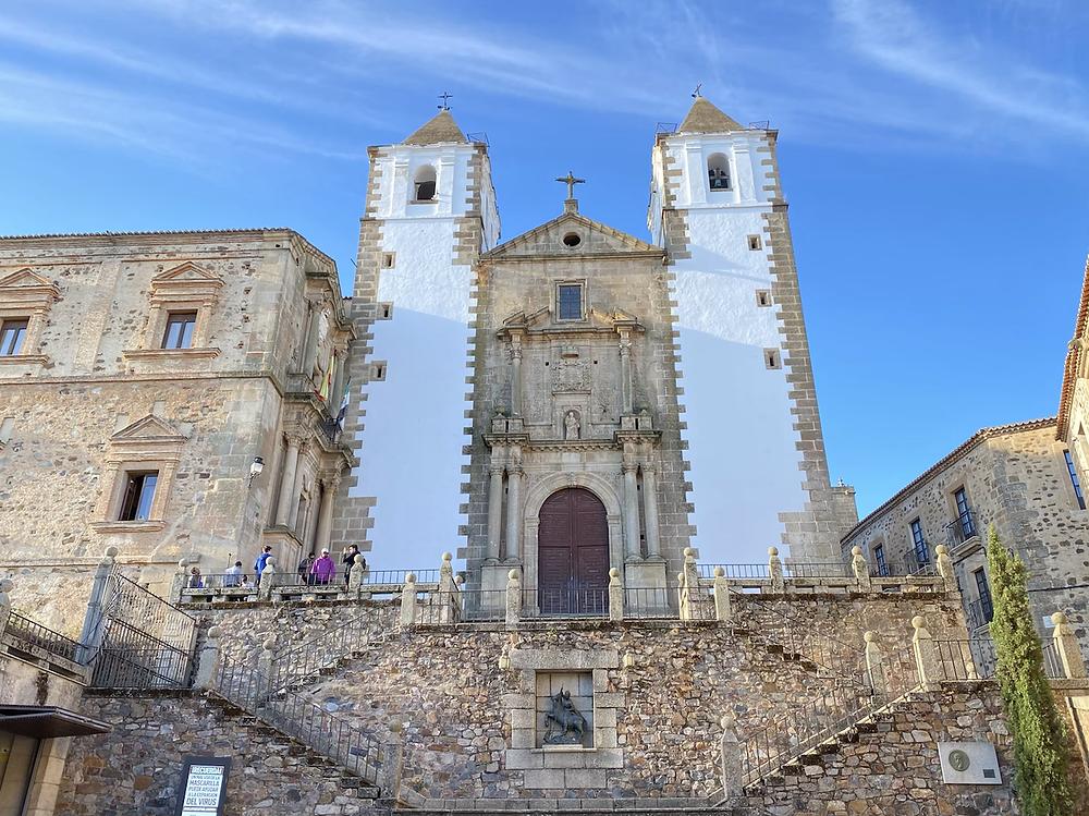 Fachada de la Iglesia de San Francisco Javier de Cáceres