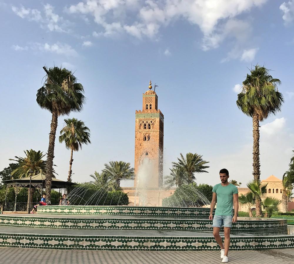 Foto con la mezquita Koutoubia de fondo para Instagram