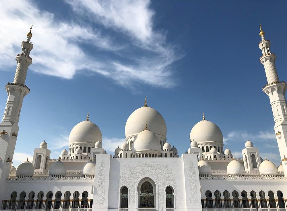 Fachada de la gran mezquita de Abu Dabi