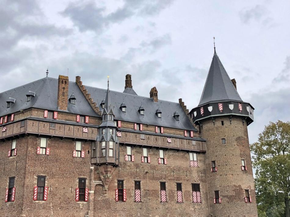 Ventanales y torre del castillo de Utrecht