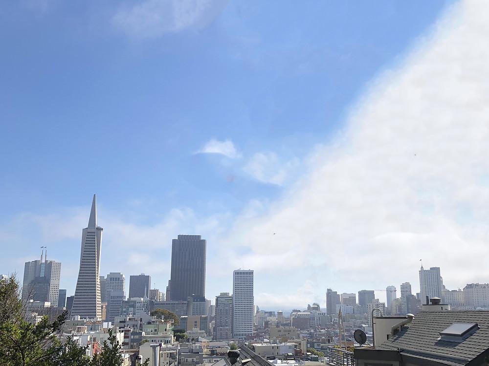 Skyline de la ciudad de San Francisco visto desde la Coit Tower