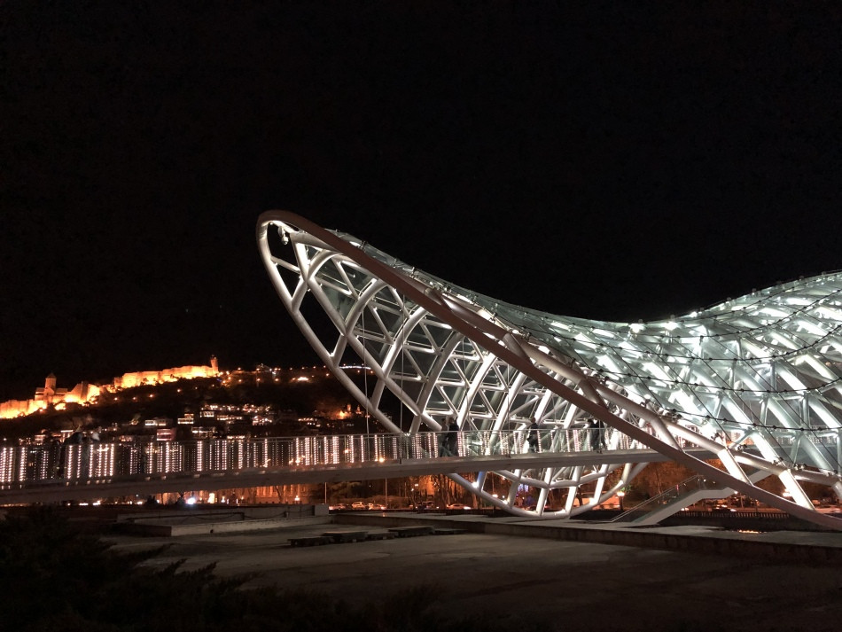Peace-Bridge-Tbilisi-night