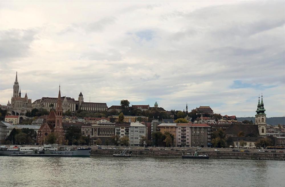 Vista panorámica desde los zapatos del Danubio