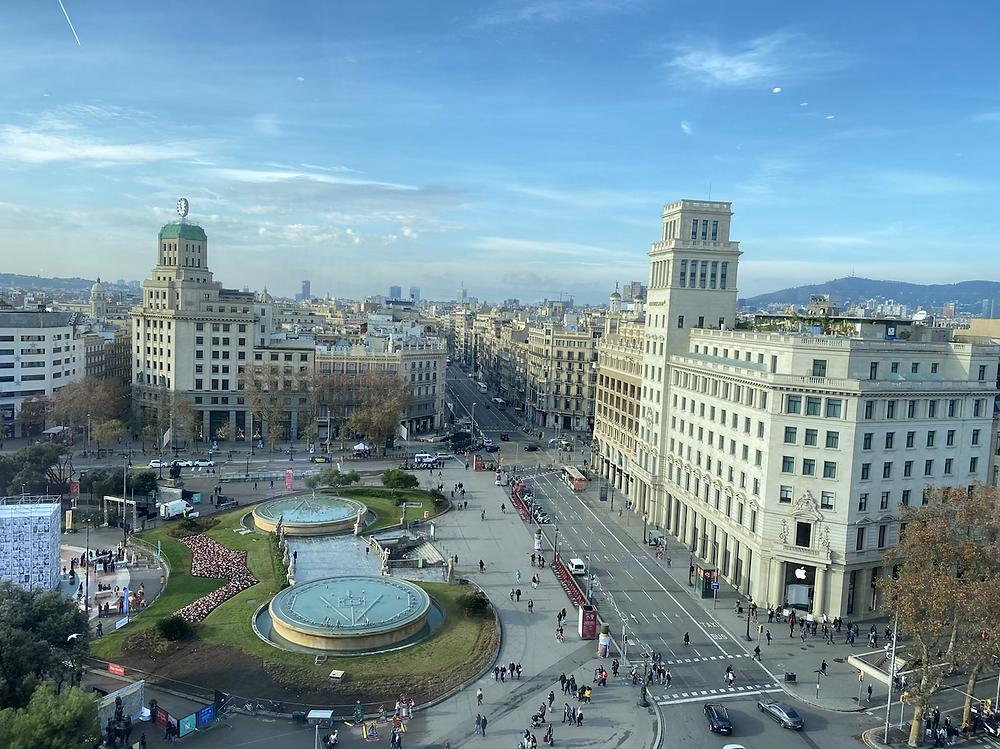 Vista de Plaza Cataluña desde el Corte Ingles