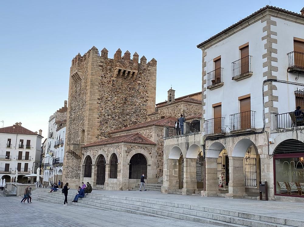 Torre Bujaco vista desde la Plaza Mayor de Cáceres
