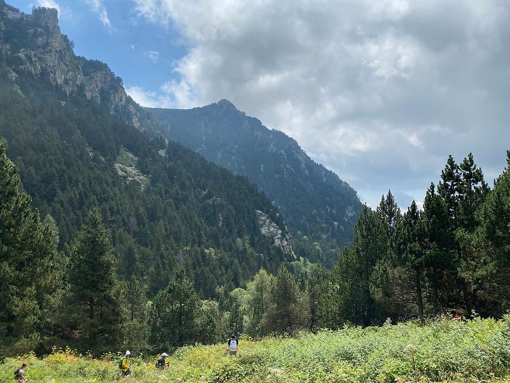 Grupo de senderistas en la Vall de Nuria